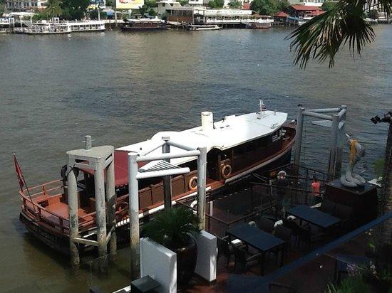 Royal Orchid Sheraton Hotel & Towers : navette fluviale gratuite pour rejoindre la station de métro