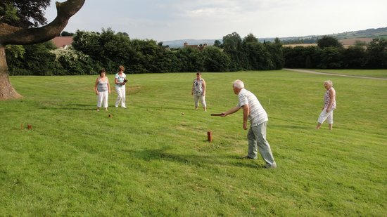 The Pilgrim Hotel : Games on the lawn.