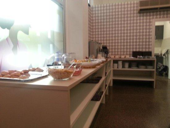 Residencia Universitaria La Ciutadella : The breakfast room