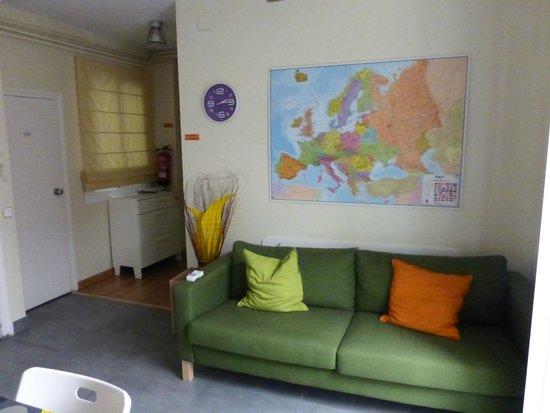 Itaca Hostel: Salon dans salle à manger