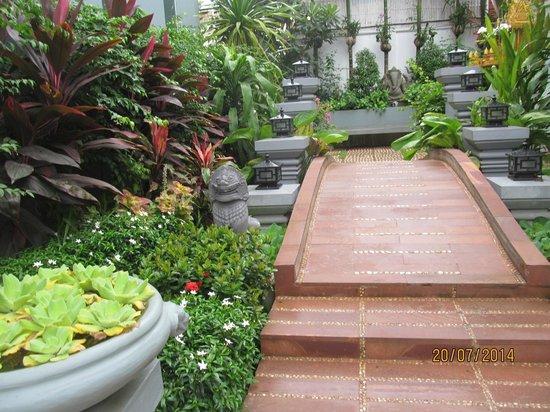 Golden Butterfly Villa: Entrance