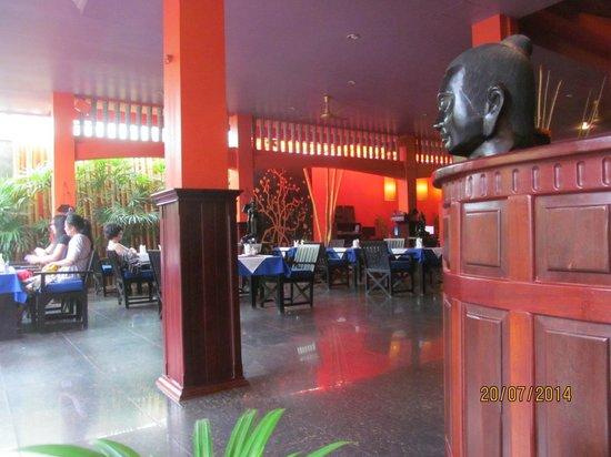 Golden Butterfly Villa: Breakfast and Dining Room