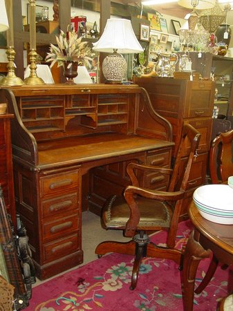 Delicieux Antiques Center Of Yarmouth: Antique Oak Roll Top Desk And Chair