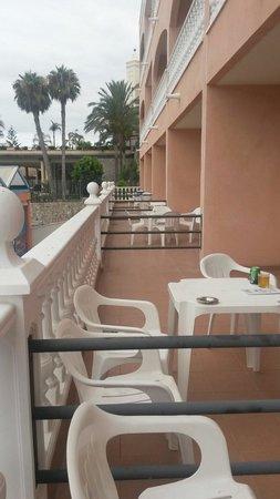 Aparthotel El Duque: Bottom floor balconies