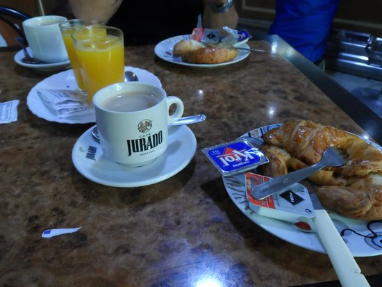Hotel Cervantes: Continental breakfast