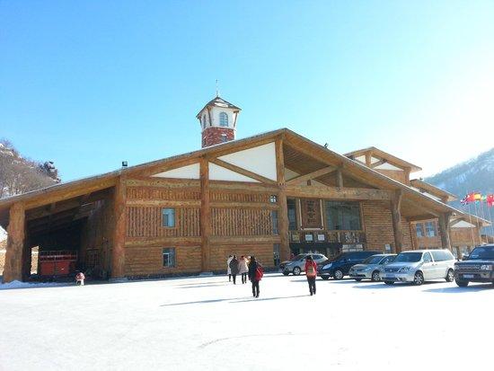 Jihua Changshoushan Ski Resort: Entrance Building