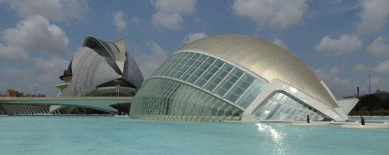 Ciudad de las Artes y las Ciencias: L'Hemisferic looks like a giant eye and hosts a planetarium and IMAX cinema.