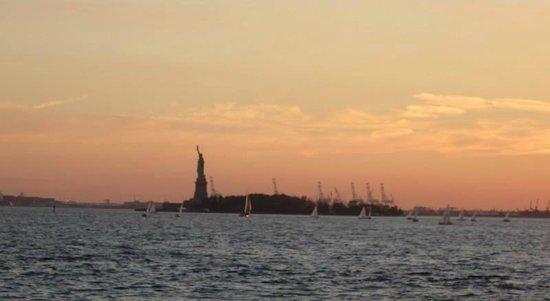 City Sightseeing New York Cruises : Tatue of Liberty