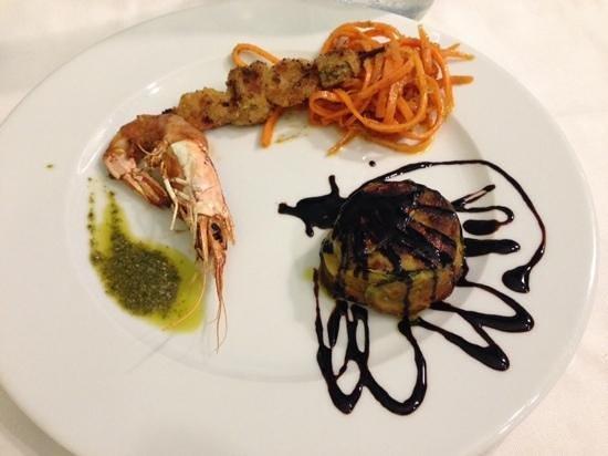 Osteria Del Mare: solo uno degli antipasti...bella presentazione, ottimo il gusto!!