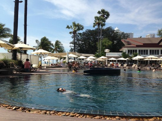 Pullman Pattaya Hotel G: 메인 수영장