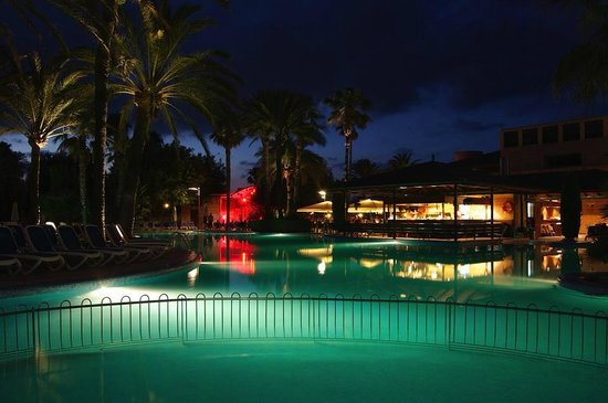 PortBlue Club Pollentia Resort & Spa : Pool at night