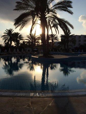Constantinou Bros Athena Beach Hotel: Pool