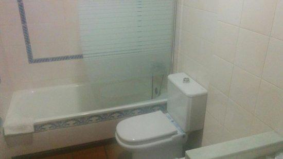 Hotel Los Bronces: Baño