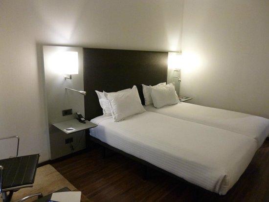 AC Hotel Burgos: Zimmer
