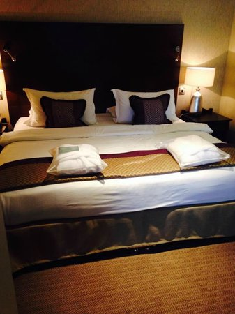 Aztec Hotel & Spa Bristol: the bed in the suite