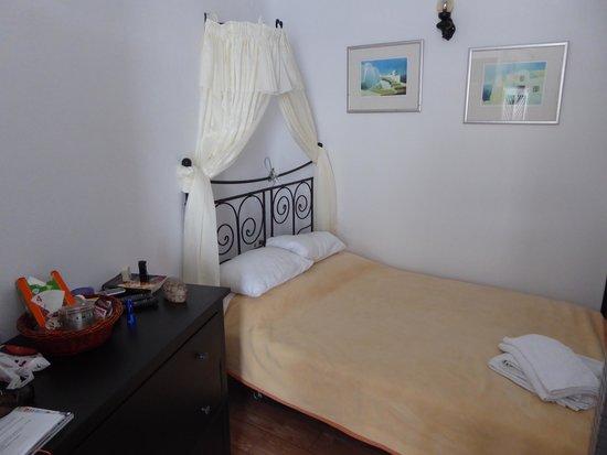 Aspa Villas: Cave Room Bedroom
