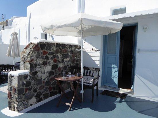 Aspa Villas: Balcony outside Cave Room