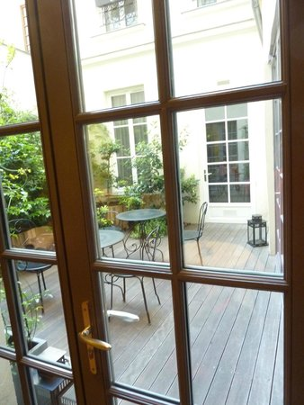 Hotel le Petit Paris : Outdoor garden