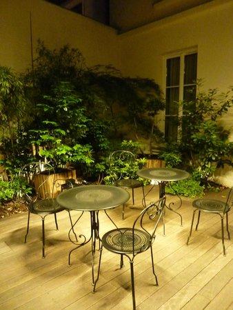 Hotel le Petit Paris: Outdoor area
