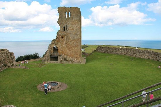 Scarborough Castle: CAstle