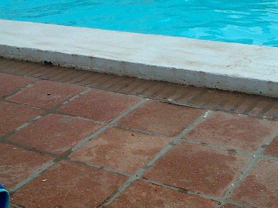 Hotel ATH Portomagno: BORDILLOS SUCIOS
