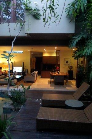 Kanishka Villas : Open plan kitchen, lounge and dining room.