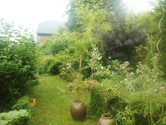 Les Voyageurs du Lot : une partie du jardin.