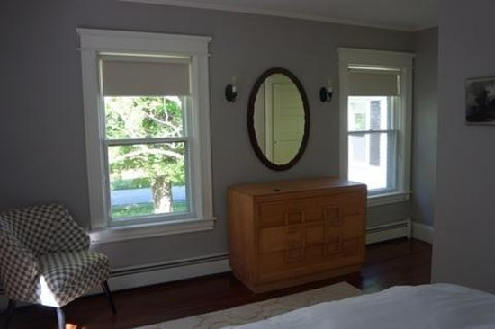 Marble West Inn : Birch - The spacious room has views on two sides