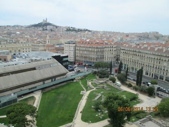 Mercure Marseille Centre Vieux Port : Notre Dame de la Gard in the distance and the Archaeology museum and gardens