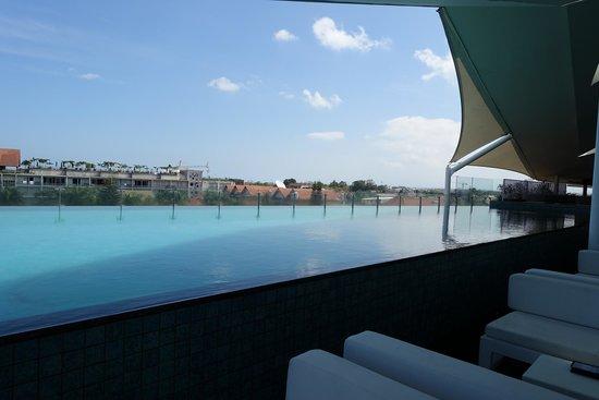 Ize Seminyak: Zwembad op het dak