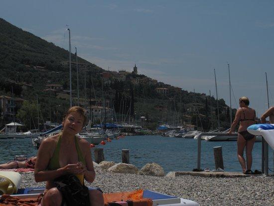 Albergo Carlo: Very clean beach 1 min. away