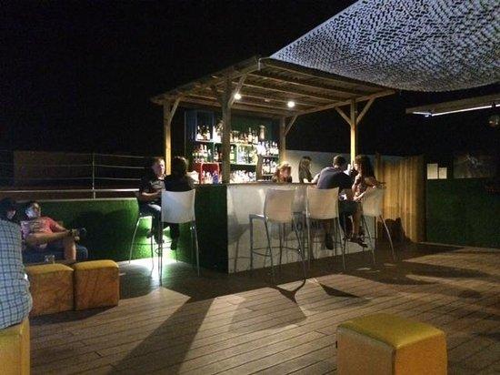 Double Tree Hilton  Hotel Girona: terraza con el bar de cockteles