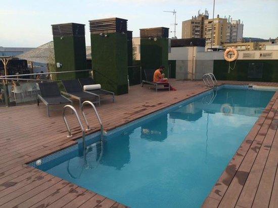 Double Tree Hilton  Hotel Girona : piscina en el centro de girona