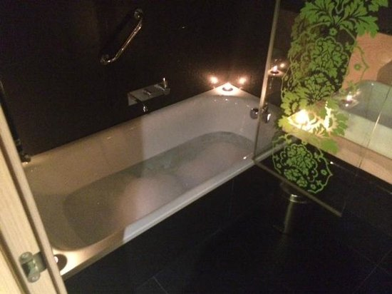 Double Tree Hilton  Hotel Girona : baño relajante