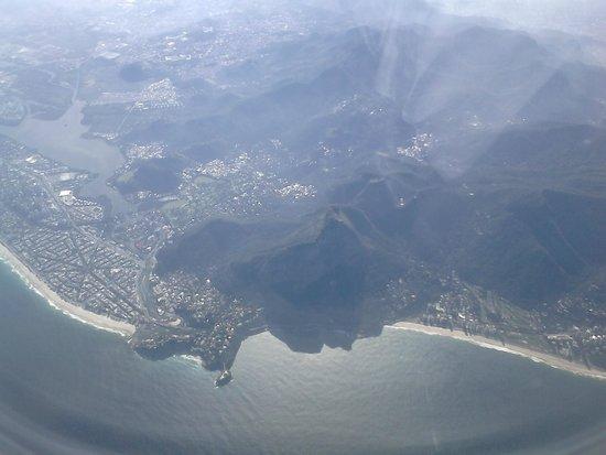 Barra da Tijuca à esquerda e São Conrado à direita