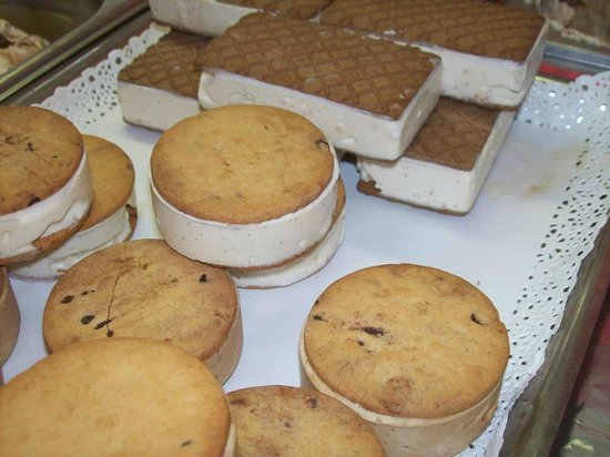 Cremeria Aurelia : biscotti ripieni di semifreddo (produzione limitata al solo periodo invernale)