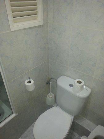 Hotel Nereida: El triste wc