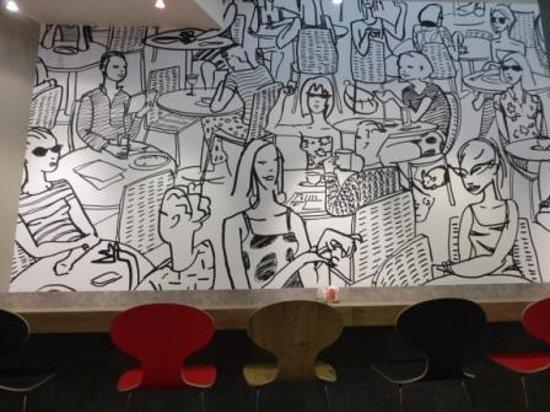 Ibis Paris Gare du Nord: salle du petit déjeuner