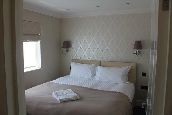 Ashburn Court Apartments: Bedroom