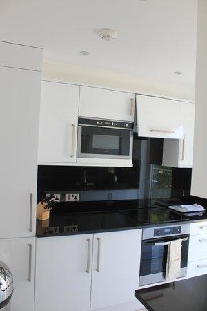 Ashburn Court Apartments: Kitchen
