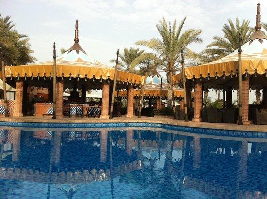 Jumeirah Al Qasr at Madinat Jumeirah: Poolside!