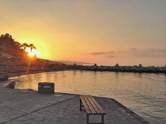 Amathus Beach Hotel Limassol: At dawn.