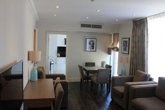 Ashburn Court Apartments: Living Room
