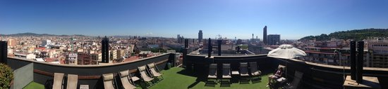 Barcelona Universal Hotel: Panoramic view from the Solarium