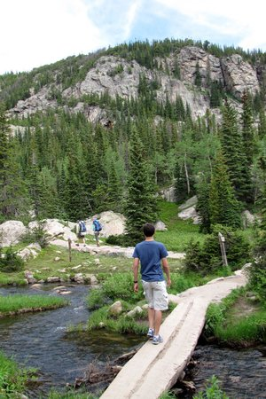 Bear Lake Trailhead: Heading toward Emerald Lake