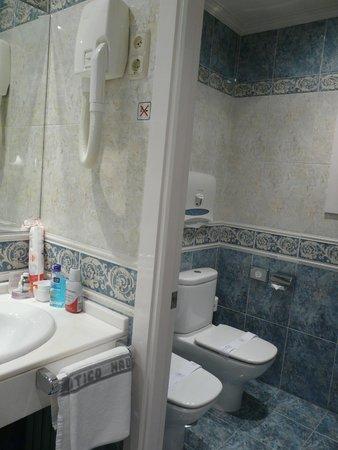 Hotel Atlantico: Туалет и биде за отдельной дверью