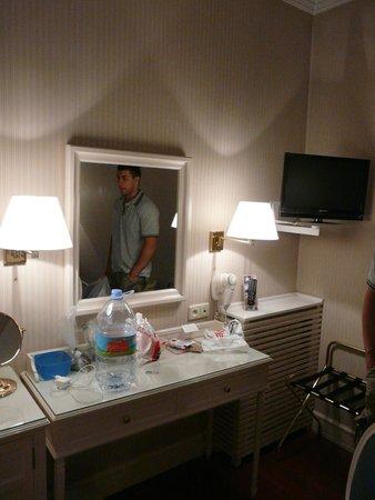Hotel Atlantico: Номер с одной большой кроватью 11 кв.м.