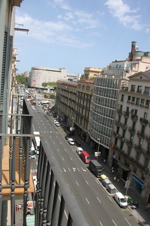 Hotel H10 Universitat: View from our room from 6th floor towards Plaza Catalunya