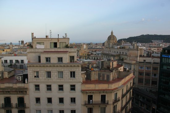 Hotel H10 Universitat: View from 8th floor bar