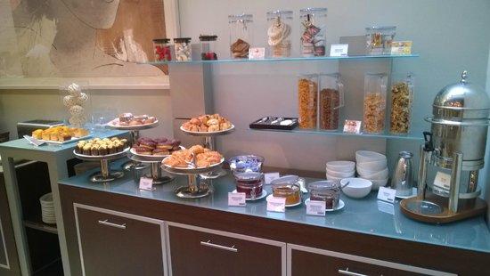 Hotel H10 Universitat: Breakfast room